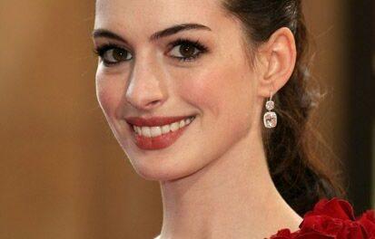 El clásico estilo de Anne Hathaway