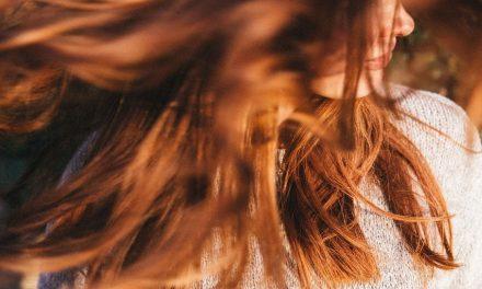 Mantén tu cabello hidratado y luce brillante