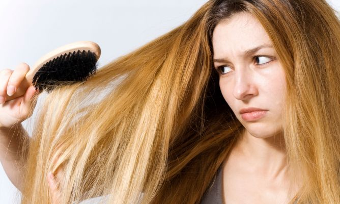 Dile adiós al tormento de las raíces grasas y puntas secas en tu cabello