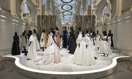 70 años de Christian Dior: la leyenda de la moda forma parte de una exposición