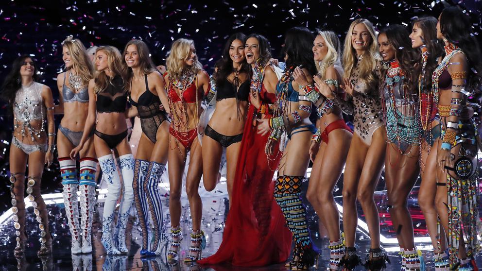 Los ángeles han llegado con el gran desfile de Victoria's Secret Fashion Show 2017 en Shanghái
