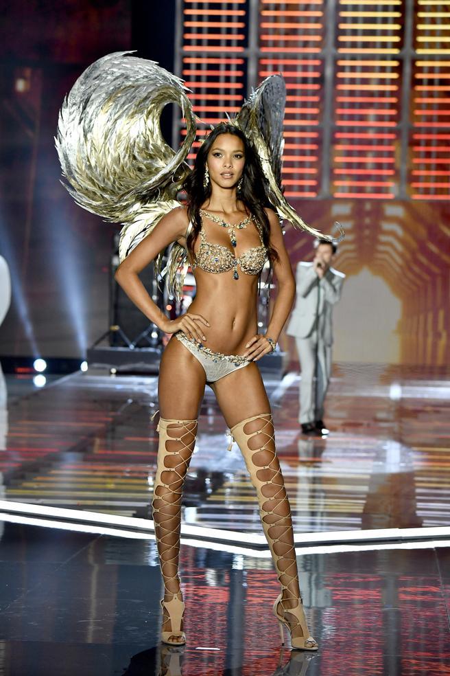 Victoria's Secret Fashion Show lais riveiro fantasy bra