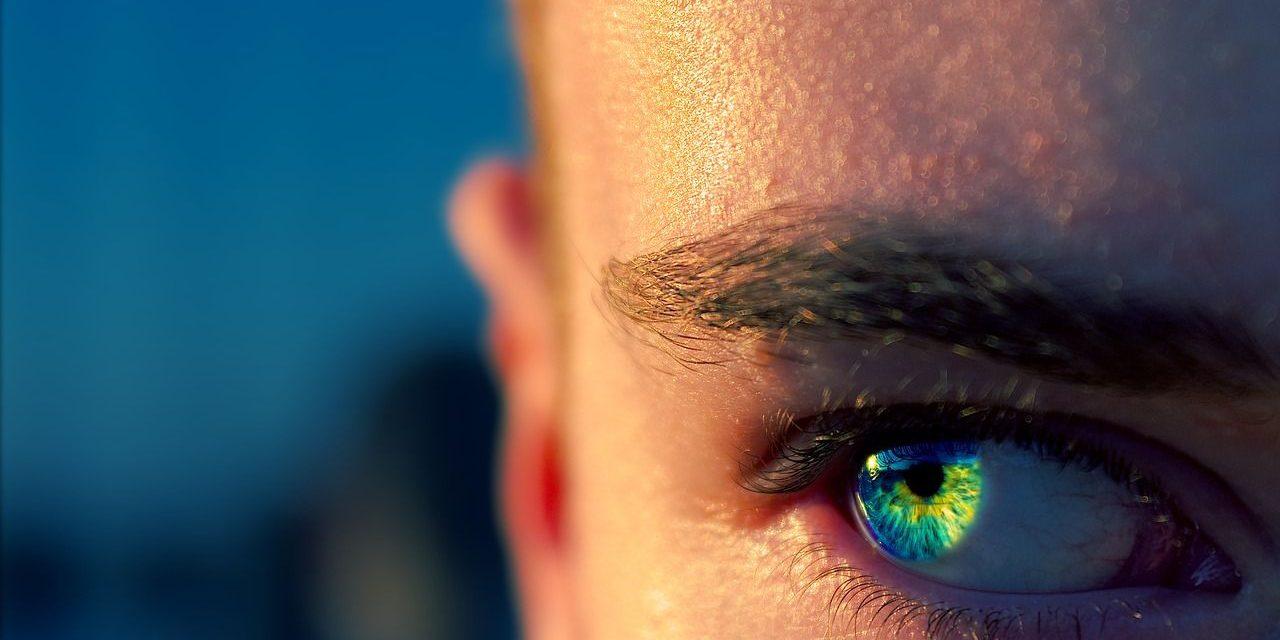 Cómo puedes delinear tus ojos de acuerdo a su forma