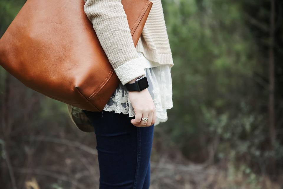 combinaciones de ropa que te harán lucir más delgada bolso XL pixabay