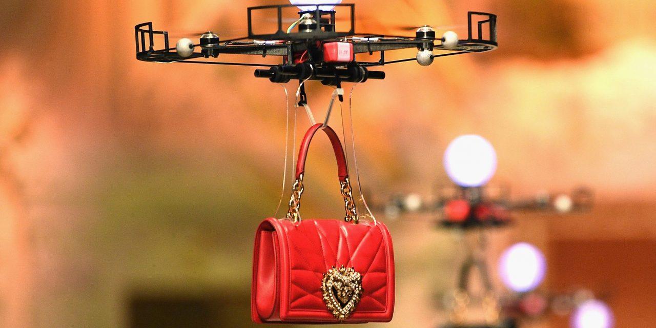 Dolce & Gabanna moderniza Milán con pasarela de drones