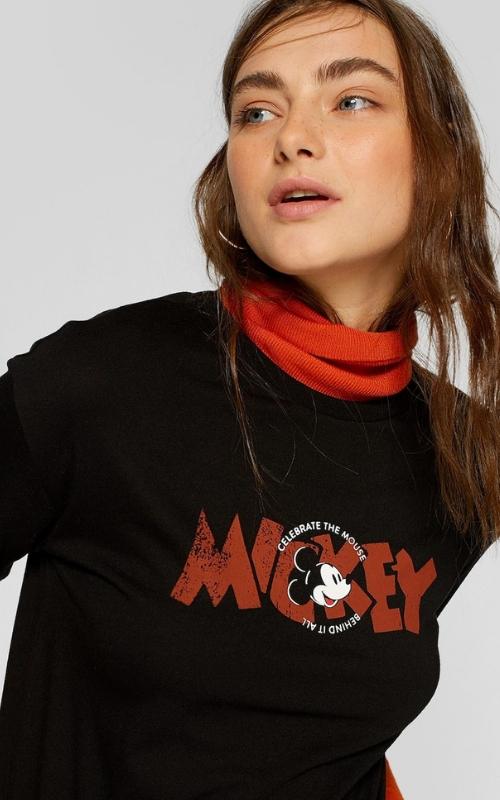 camiseta negra de mickey