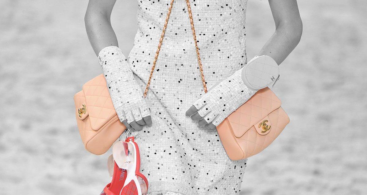 Usa dos bolsos a la vez: la nueva propuesta de Chanel para que no te falte espacio