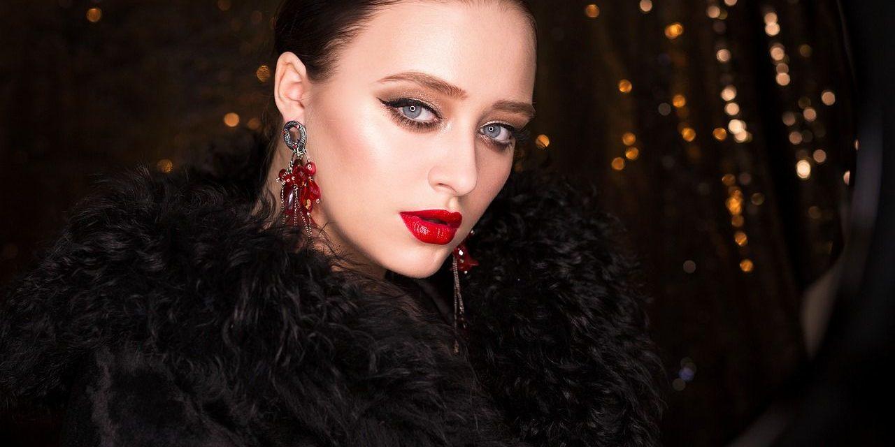 Pinta tus labios de rojo y crea un gran impacto estas fiestas