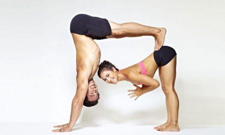 Las mejores posiciones de yoga en pareja
